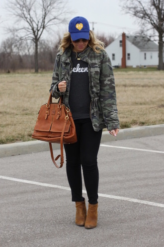 stylin in st. louis blogger jacket sweater pants sunglasses jewels cap camo jacket handbag ankle boots black skinny jeans