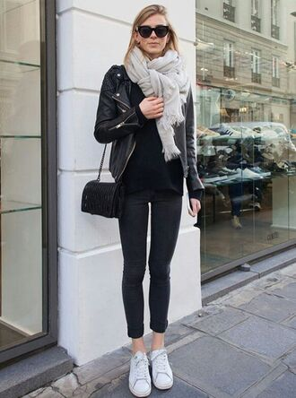 shoes leather jacket grey scarf black shirt black skinny jeans white sneakers blogger sunglasses