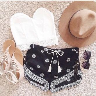 shorts black shorts white pattern daisy top