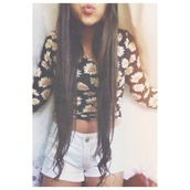 shorts,blue,shirt,jeans,high waisted,black,daisy,floral,flowers,long sleeve crop top,white flowers,white shorts,pretty,blouse,pleaaaase,daisy top,hipster,punk,other awesome stuff,pls,margarita,beautiful,perfect,top,flower shirt,t-shirt,black top,crop tops,long sleeves,summer,white pants