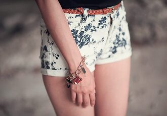 jeans skinny clothes jeans pants pants girl beautiful shorts floral