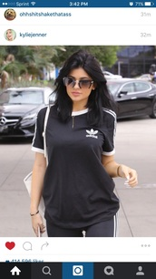 shirt,adidas t shirt,jewels,jewelry,necklace,kylie jenner,kylie jenner jewelry,gold,sunglasses,t-shirt,black,kardashians,adidas,white,black t-shirt,gold necklace,celebrity style,celebrity,celebstyle for less,blouse,keeping up with the kardashians,adidas wings,adidas superstars,adidas shoes,adidas originals,adidas sweater