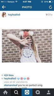 hair accessory,flower crown,pink,orange,summer,earphones,hat,shirt,tank top,top,t-shirt,white shirt,flowers,daisy