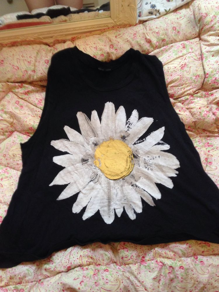 Urban Outfitters Daisy Top Size M | eBay