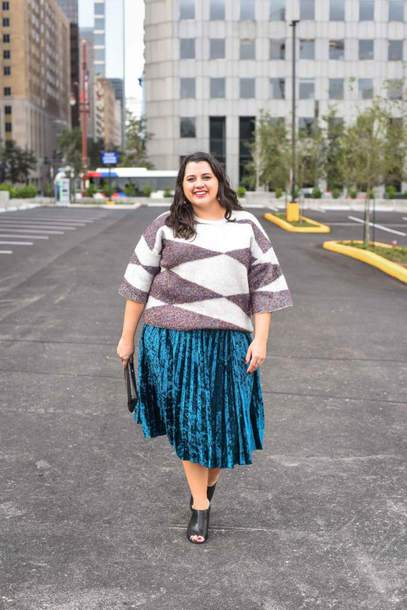 somethinggoldsomethingblue blogger sweater skirt sunglasses bag jewels plus size pleated skirt mules fall outfits clutch