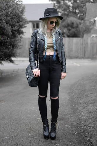 sammi jackson blogger jewels jacket jeans bag shoes leather jacket black hat crop tops black jeans ripped jeans chanel chanel bag shoulder bag black bag round sunglasses black leather jacket black jacket sunglasses black ripped jeans black boots boots grunge