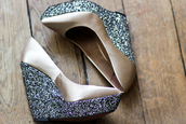 shoes,heels,glitter,champagne,beige,silver,silver wedges