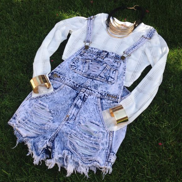 acid wash denim overalls shorts cream, sweater jeans jewels overalls crop tops sweater crop top top topshop coachella coachella fashion
