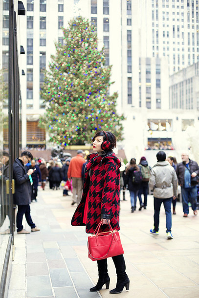 keiko lynn blogger winter outfits houndstooth red bag winter coat coat bag shoes skirt big pattern