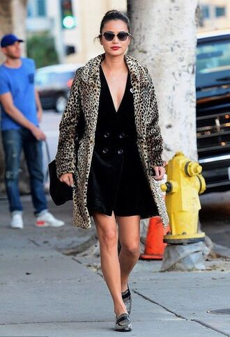 dress jacket blogger streetstyle animal print black dress sunglasses fur leopard print winter coat blazer dress mini dress loafers black bag