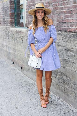 twenties girl style blogger dress shoes bag jewels hat
