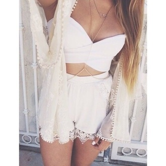 jewels ootd outfit outfits summer summer outfits festival white festival clothes festival outfit top body necklace necklace cardigan shorts girl tank top