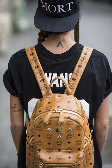 snapback cap bag backpack girl streetwear vans tattoo triangle