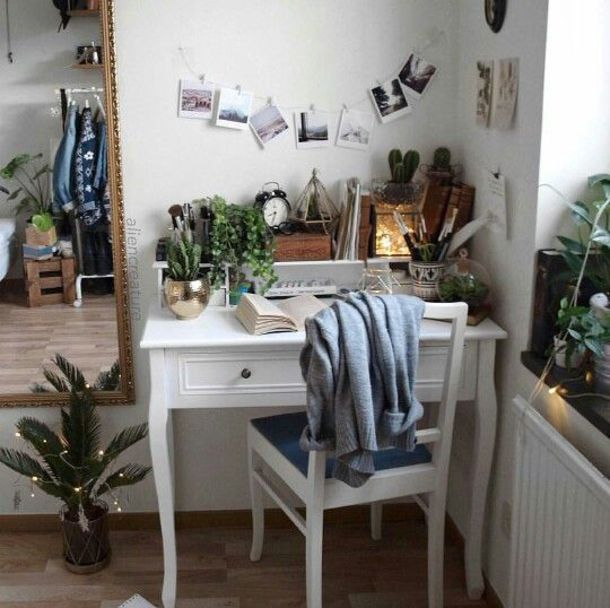 Home Accessory: Desk, Furniture, Interior, Bedroom, Office