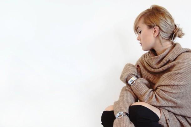 i am charlotte martin blogger oversized sweater bracelets oversized turtleneck sweater