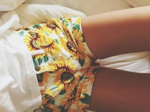 Shorts avec poches motif tournesols