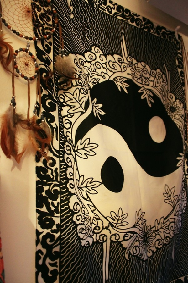 jewels tapestry yin yang black white flowers scarf