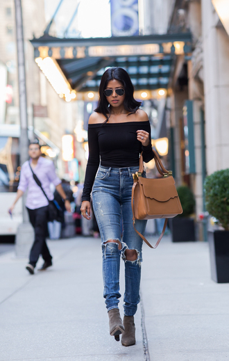 walk in wonderland blogger top jeans bag shoes black off shoulder top black top off the off the shoulder off the shoulder top aviator sunglasses sunglasses brown bag ripped jeans blue jeans fall outfits boots high heels boots grey boots