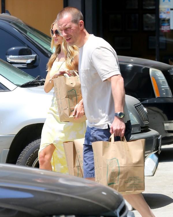 rosie huntington-whiteley dress sunglasses