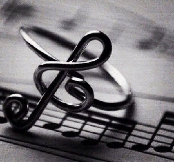 jewels ring treble clef