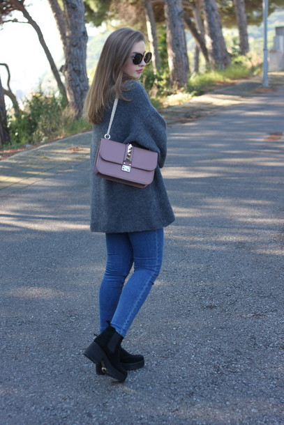 say queen blogger sweater jeans bag sunglasses shoes