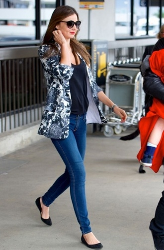 jacket flowers fleurs grey t-shirt black jeans skinny jeans denim shoes ballerine miranda kerr