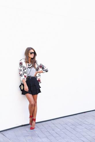 seams for a desire blogger t-shirt bag sunglasses ruffle jacket