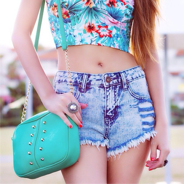 denim summer outfits summer outfits floral bag handbag denim shorts distressed denim shorts top