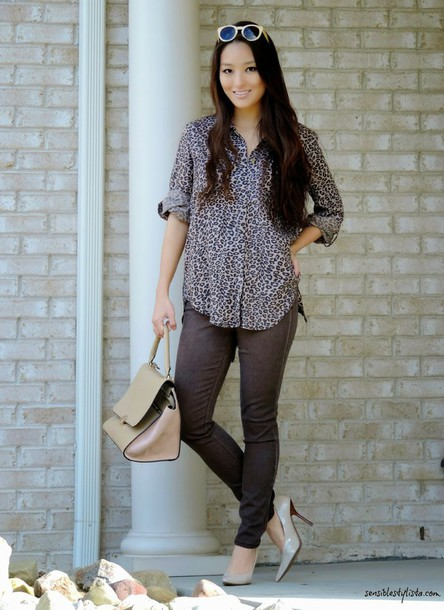 sensible stylista blogger sunglasses blouse handbag office outfits