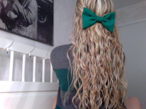jewels green hair bow blonde hair bow color/pattern blue shirt hair blond summer hair accessory bows