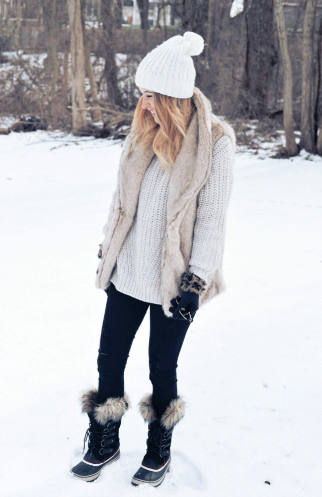 How to Dress Cute in Cold Weather. The key to winter fashion is to play with textures and proportion. Here are some ideas on how: Balance a warm, but bulky, coat with streamlined leggings that make your legs look slim. On the other hand, if you're wearing chunky snow boots, wear a tailored jacket up top.