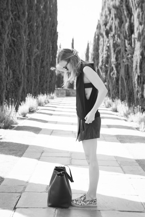 damsel in dior t-shirt shoes skirt bag jewels
