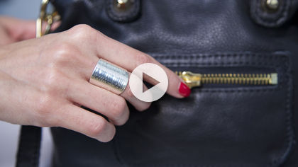 Joyus - Classic rings with a textured twist
