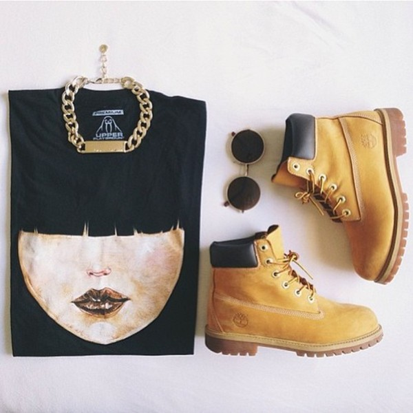 shirt gold chain timberlands round sunglasses black shirt jewels shoes t-shirt face on shirt black t-shirt sunglasses top fashion