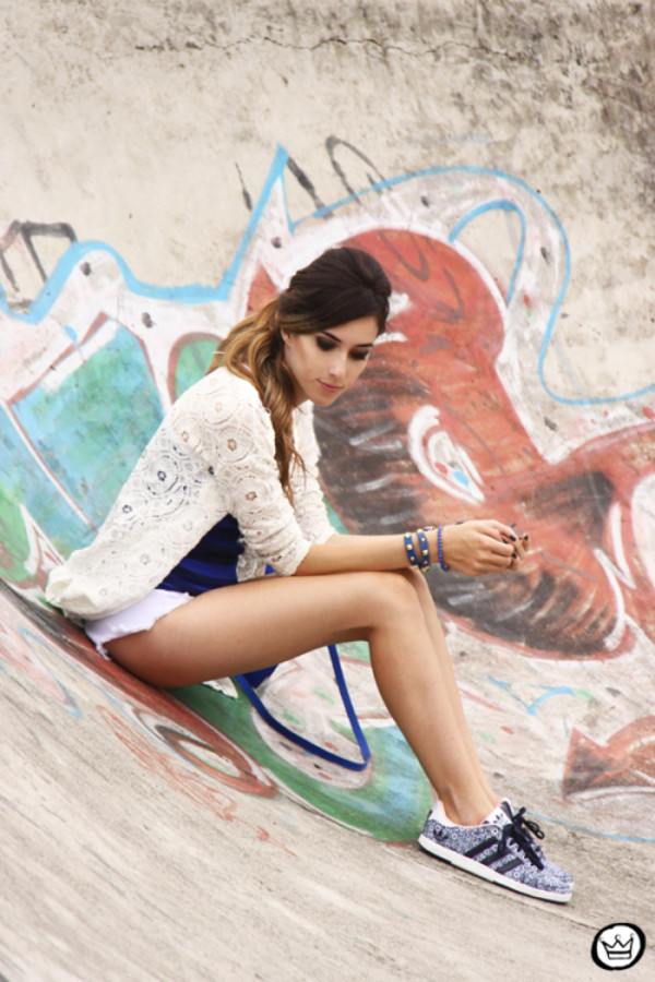 fashion coolture t-shirt shorts sweater bag jewels shoes