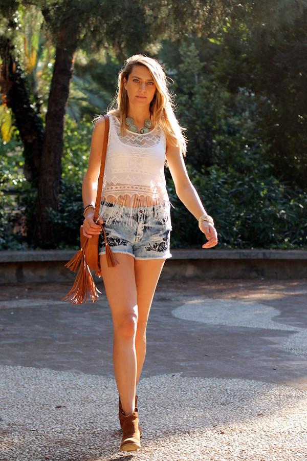 tu nuevo look shorts top bag jewels t-shirt shoes fringed bag