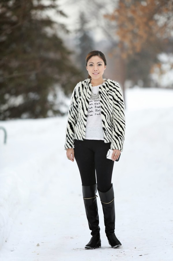 wearing fashion fluently jacket t-shirt pants jewels shoes