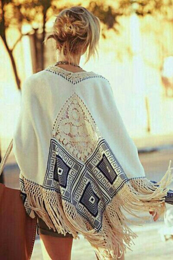 kimono summer outfits coachella white kimono cardigan white blue pattern boho hippie summer holiday outfit fringes bohemian poncho