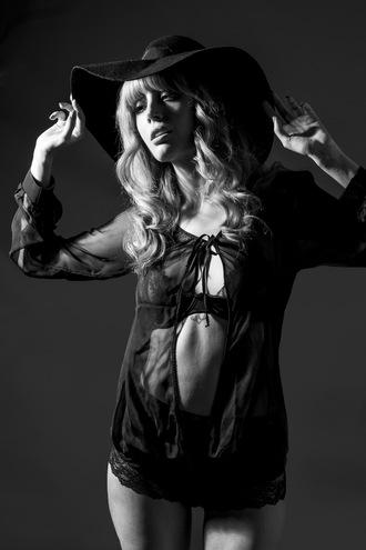 miss pandora blogger underwear felt hat bra see through
