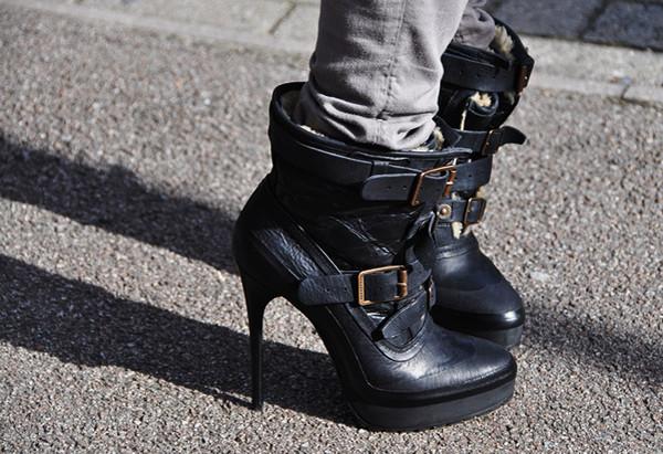shoes black boots heels buckles fur burberry burberry prorsum