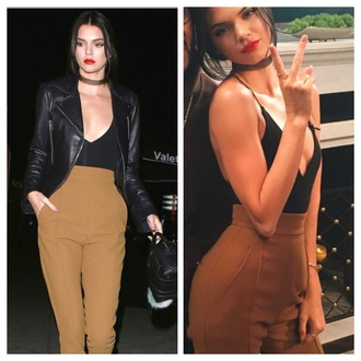 pants caramel brown high waisted pants high waisted kendall jenner blouse tank top black choker necklace jewels jewelry necklace celebrity style celebrity model model off-duty keeping up with the kardashians leggings black trousers kendall and kylie jenner high waisted brown pants jacket
