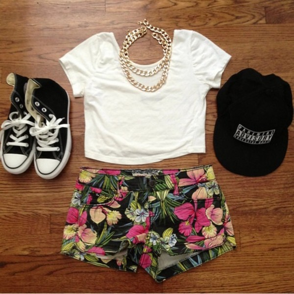 shirt white crop top tee shirt hat blouse gold chain flowers shorts shorts flowers he'll flowered shorts