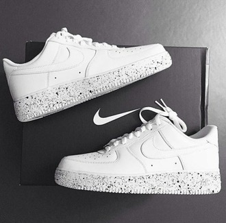 shoes nike white polka dots nike air force 1 white shoes nike shoes hipster aestetic grunge cute gorgeous want nike sneakers white sneakers marmol tumblr sassy black oreo sneakers style nike air nike air force low top sneakers