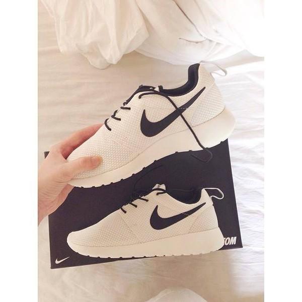 Nike Roshe Run White Black Tick