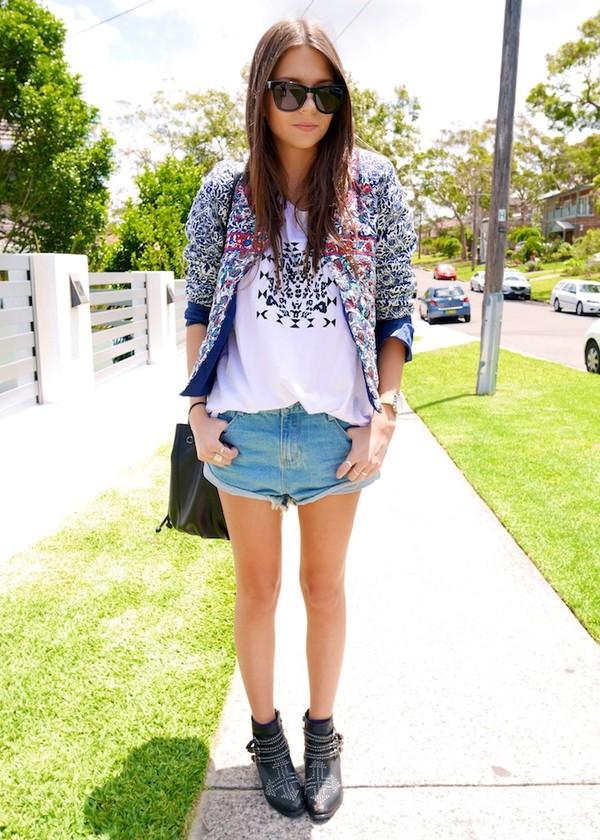 spin dizzy fall jacket t-shirt shorts shoes bag sunglasses