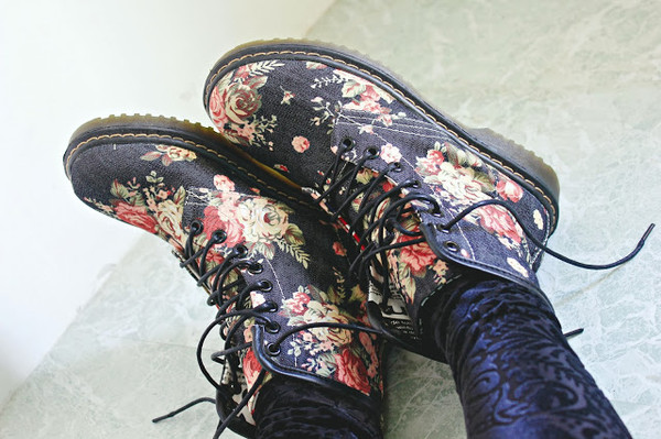 shoes romwe boots lace up blue martin floral