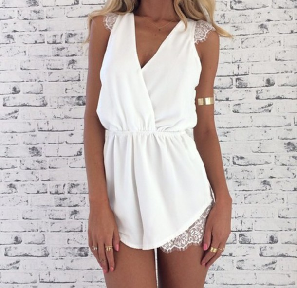 dress white dress tanned girl gold jewels
