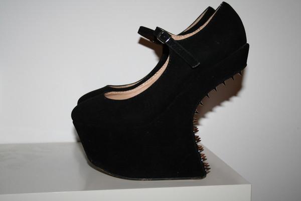 shoes high heels wedges black gold nieten