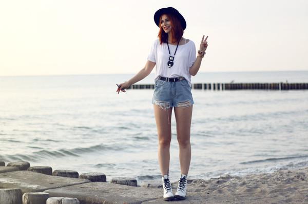 masha sedgwick jeans shirt shoes jewels shorts
