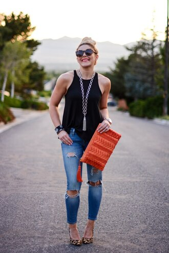 all dolled up blogger tank top jewels bag sunglasses shoes black top clutch orange bag ripped jeans skinny jeans statement necklace animal print pumps ribbed